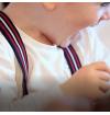 Bretelles-enfant fantaisie-tricolores-bleu-marine-blanc-bordeaux-made-in-france-finition-cuir-hydribe-pinces-et-boutons-