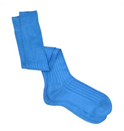 chaussettes-montantes-mi-bas-unies-bleu-ciel-en-pur-fil-d'écosse-remaillées-à-la-main-pour-hommes