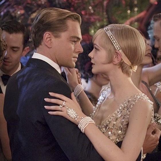 Style mariage chic bretelles a pinces ou a boutons Gatsby