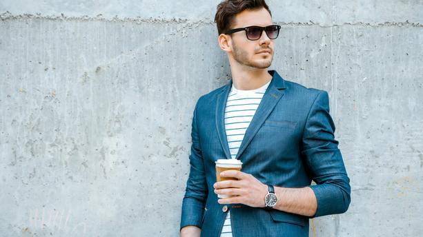 style casual chic homme tee shirt rayé blazer